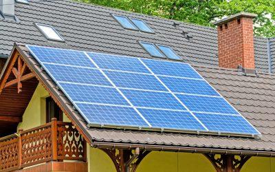 Morada com painéis solares - Equação Cristalina